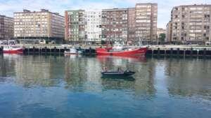 una ciudad con barrio pesquero