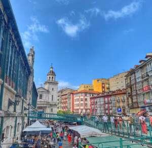un mercado una ciudad